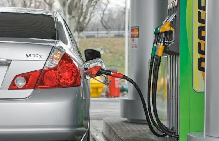 Чому бензин на автозаправках став різко дорожчати