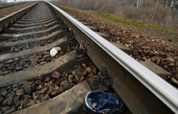 Вантажний потяг на Хмельниччині збив людину