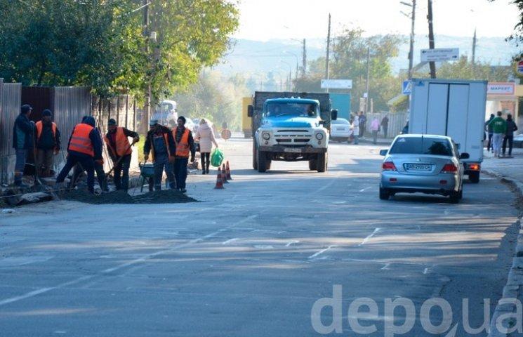 Вінницькі комунальники нарешті взялись за дорогу до староміської лікарні