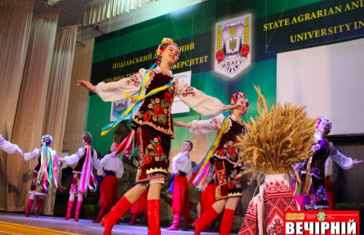 Сотни студентов-аграрников Украины фестивалят в Каменце