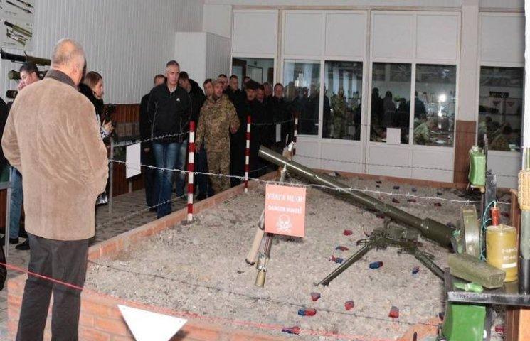 Десант спасателей со всей Украины побывал в Центре разминирования