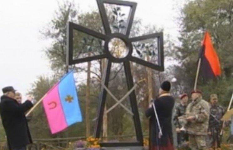 На Полтавщині установили триметровий козацький хрест