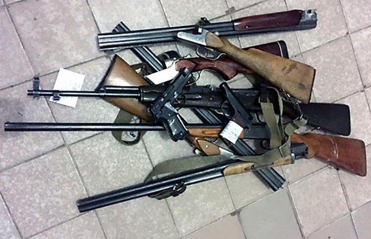 На Харківщині громадяни здали до поліції сім незареєстрованих рушниць