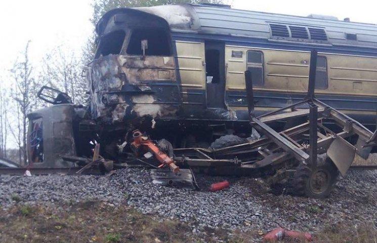 Подробности аварии на Виннитчине: поезд 200 метров тащил лесовоз по рельсам