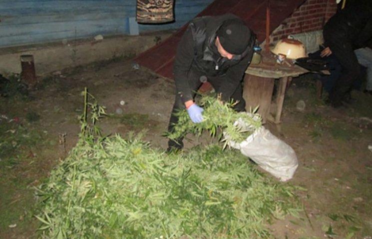 У Харкові поліція затримала таксиста, який торгував наркотиками