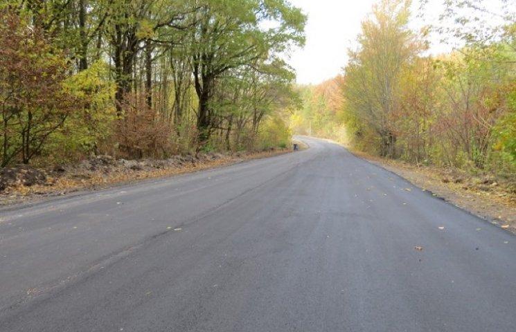 На автошляху Чернелівка-Смотрич відремонтували чергових 2,5 кілометри