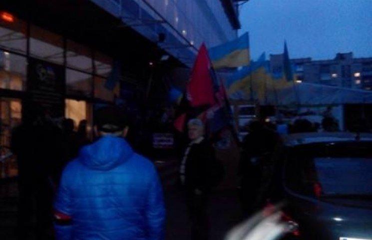 Яйца, кровь и негодование уже ждут Потапа и Настю в Хмельницком