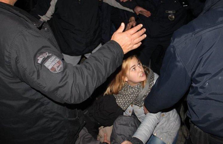 Двоє копів травмовані під час акції протесту в Хмельницькому