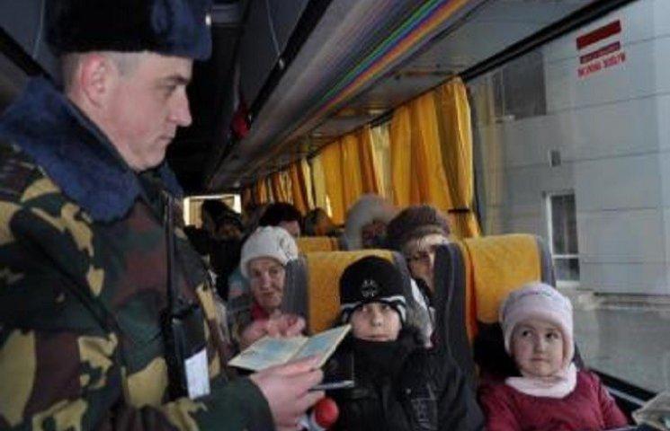 Кабмін встановив новий порядок виїзду з України дітей віком до 16 років