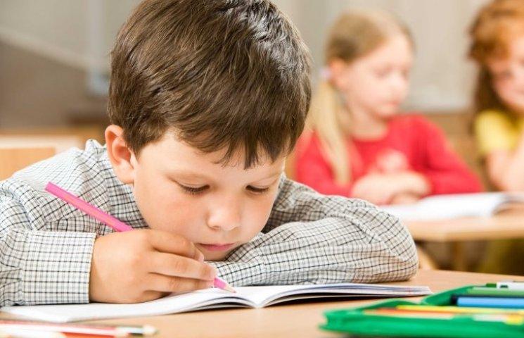 Дві школи Миколаєва відправили на канікули: ще дві під питанням