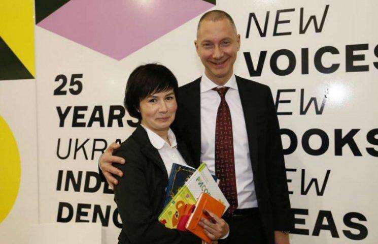 Ложкин в ЕС заманивает в Украину инвесторов книжкой (ФОТО)