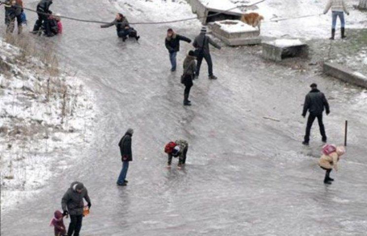 Миколаїв закупив тисячу лопат для боротьби зі снігом