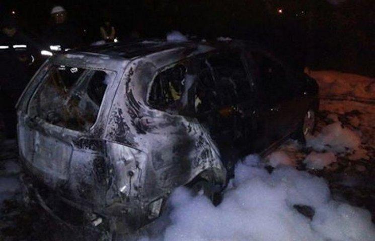 Вночі у Хмельницькому спалили автомобіль