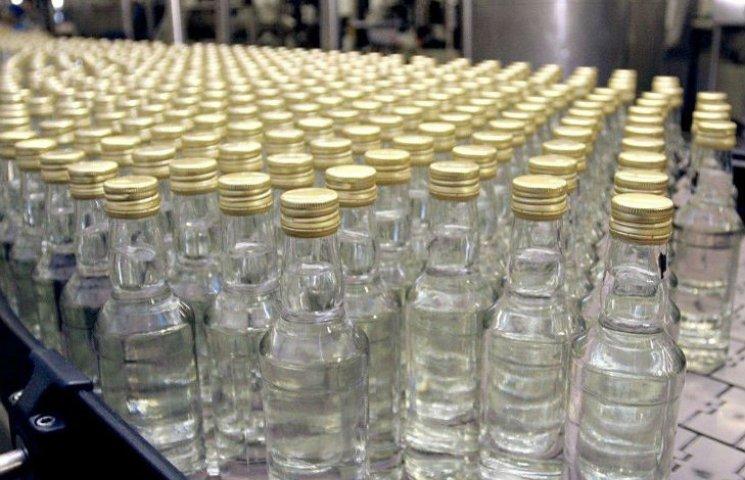 У Харкові затримали чоловіка, який у пластику продавав підроблену горілку