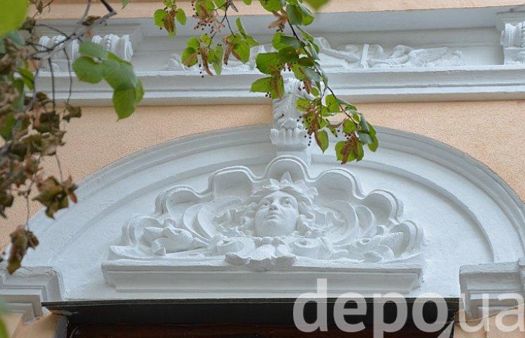 В центре Винницы восстановили фасад 100-летнего памятника архитектуры