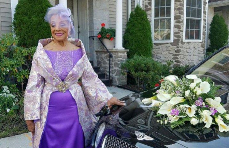 86-річна наречена підірвала мережу весільною сукнею власного дизайну