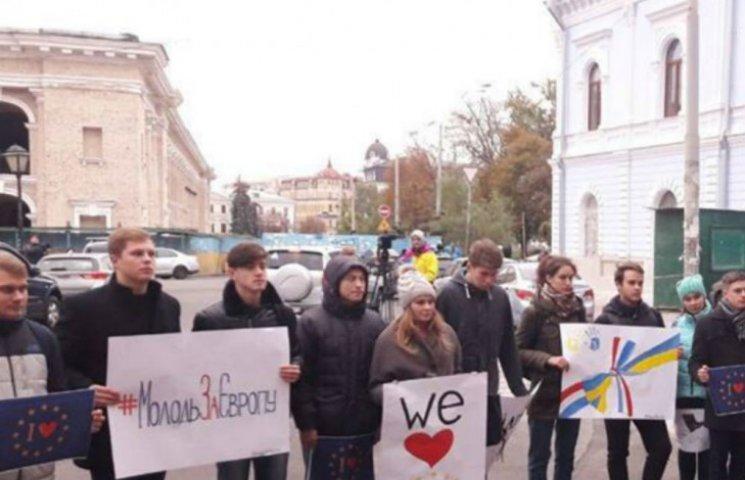 Київські студенти вимагають під Посольством Нідерландів ратифікувати асоціацію (ФОТО)