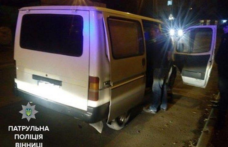 Вінницький водій ледве тримався на ногах, але злісно опирався поліцейським