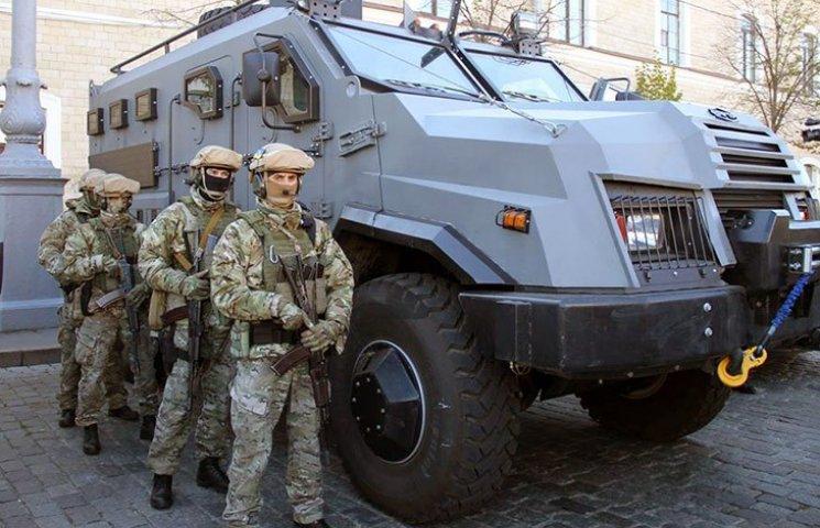 """У Харкові поліція отримала бронеавтомобіль """"Варта"""""""