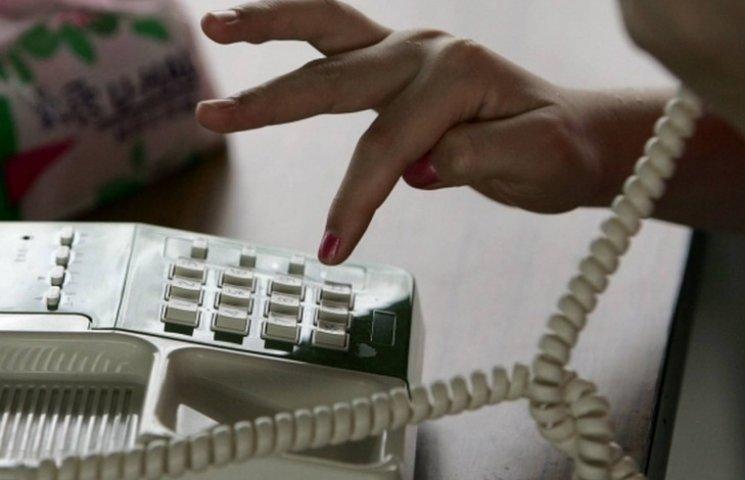 """На Вінниччині телефонний шахрай """"розвів"""" 86-річну жінку на $ 800 і 20 тис грн"""