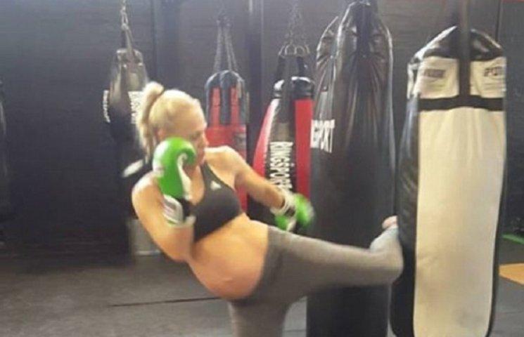 Как женщина на последней неделе беременности истощает себя боксом (ФОТО, ВИДЕО)