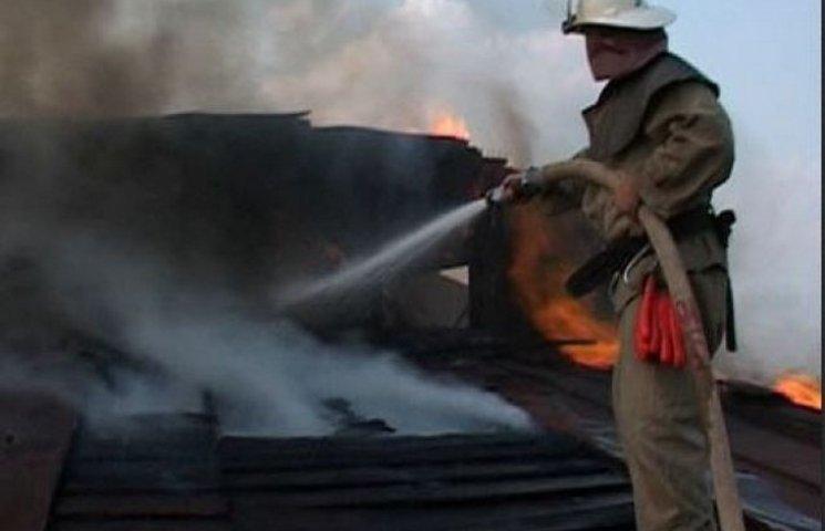 За ніч вінницькі рятувальники загасили три пожежі
