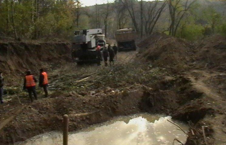 Полтававодоканал не може відремонтувати аварійний колектор у Полтаві