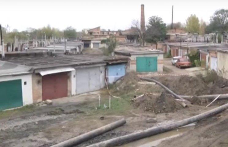 Полтавцям підтопило гаражі: споруди провалилися під землю