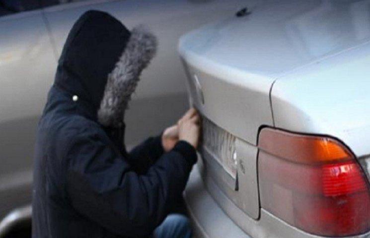 У Тернополі крадуть номерні знаки з машин, а потім повертають за винагороду