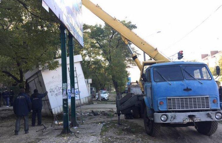 У Миколаєві демонтаж незаконних кіосків не обійшовся без скандалу