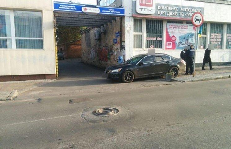 У Хмельницькому на тротуарі збили людину