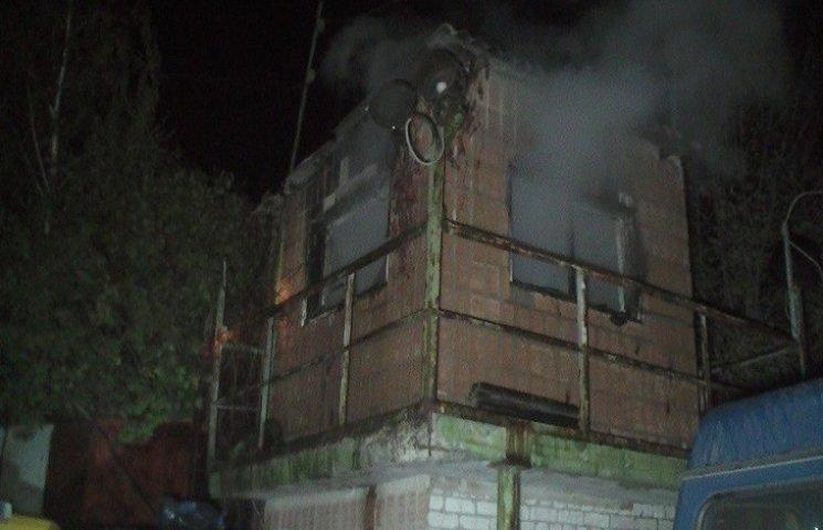 Пожежа на території автотранспортного підприємства в Харкові: є постраждалі