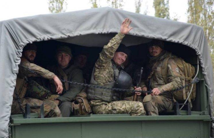 Миколаїв зустрів морпіхів 36 бригади, що майже півтора роки були в АТО