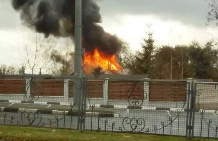 У Харкові на проспекті Гагаріна горить будинок