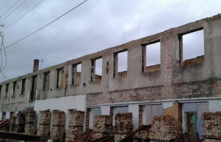 Барские погорельцы уже и не надеются, что их дом восстановят до зимы
