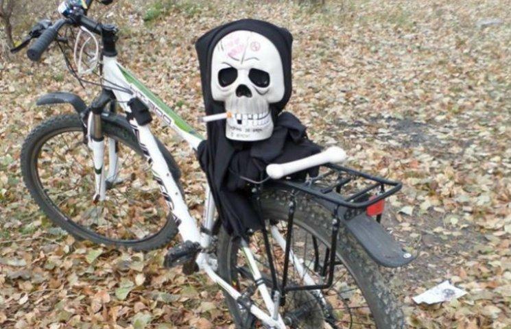 В Полтаве прошел велопробег по случаю праздника Хеллоуин