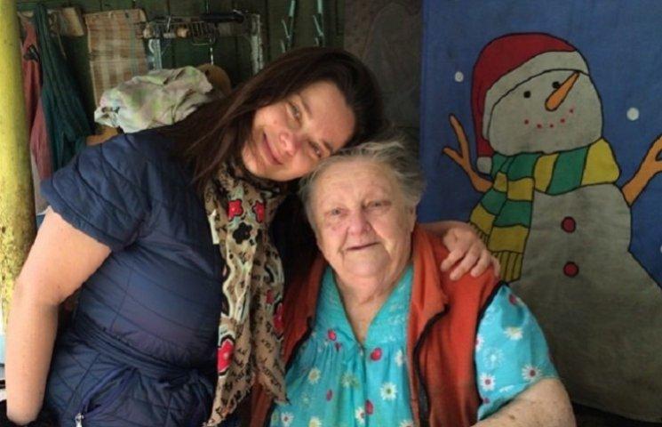 Бабушка Королевой хочет уехать из Украины на Россию из-за травли внучки