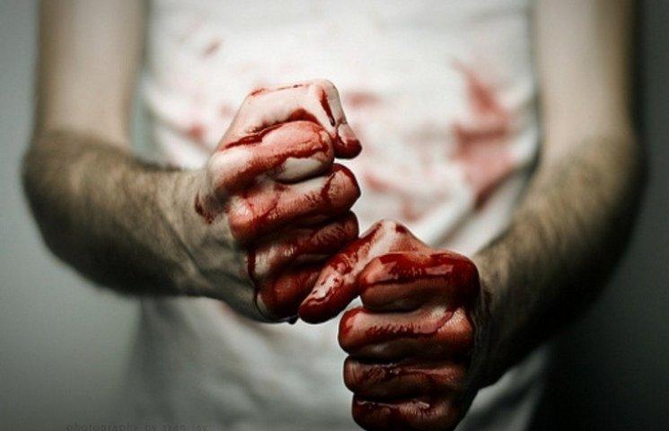 На Хмельниччині ревнивий чоловік побив і викинув у полі залицяльника своєї дружини