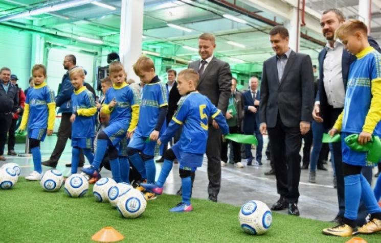 Под Киевом открыт завод попроизводству искусственного покрытия