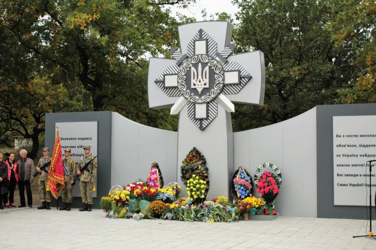 ВДнепропетровской области сторонники ДНР осквернили монумент погибшим солдатам АТО