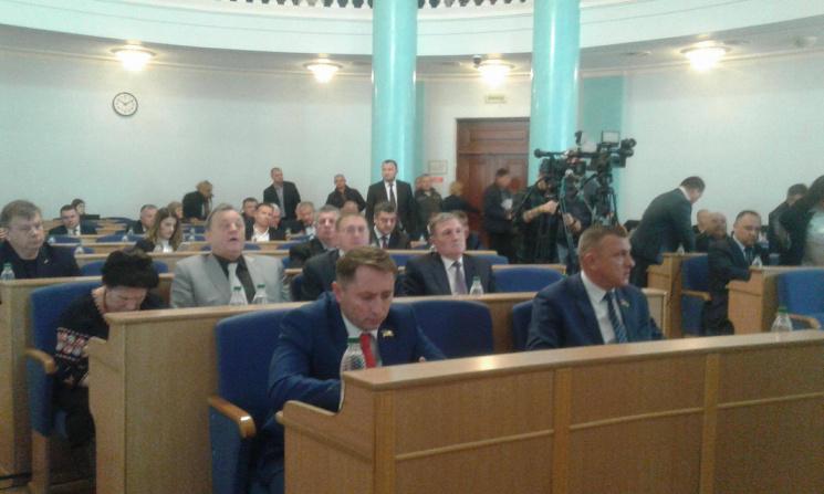 У Вінниці розпочалась позачергова сесія обласної ради