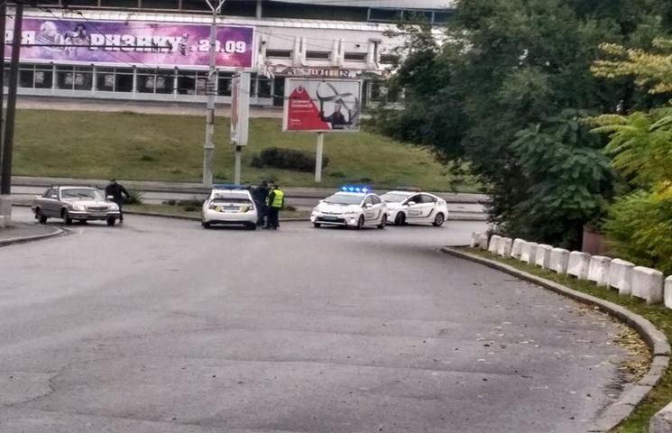 На акцію з перекриття активістами мосту у Дніпрі стягують поліцію
