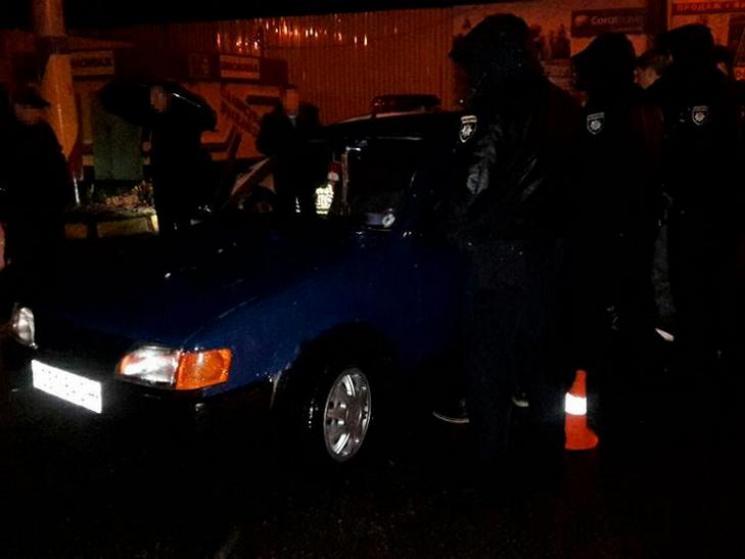 У Кременчуці двоє п'яних чоловіків викрали Ford з-під будинку власника
