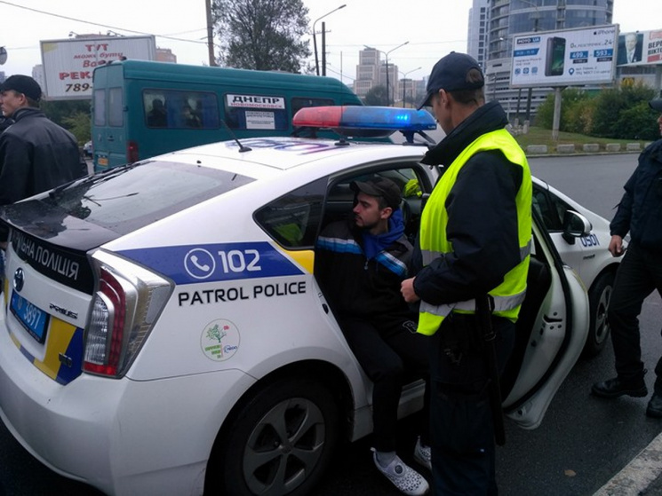 Поліція затримала активістів, які перекривали Новий міст