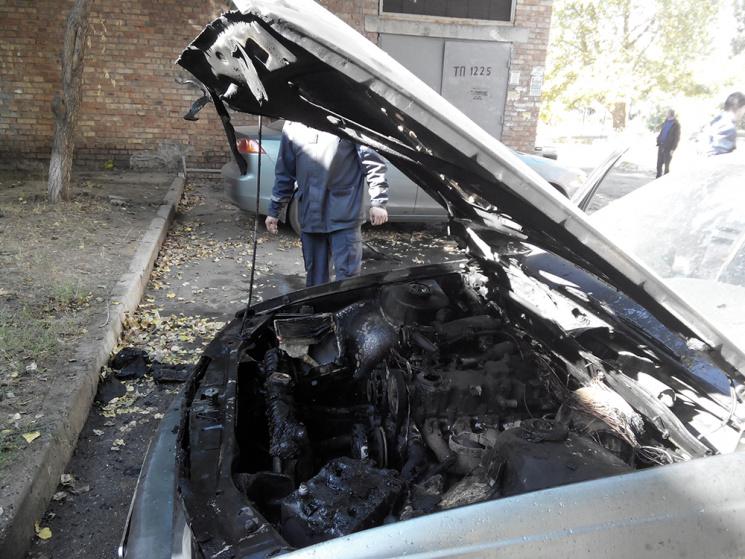 У Миколаєві масово палали автівки (ФОТО)