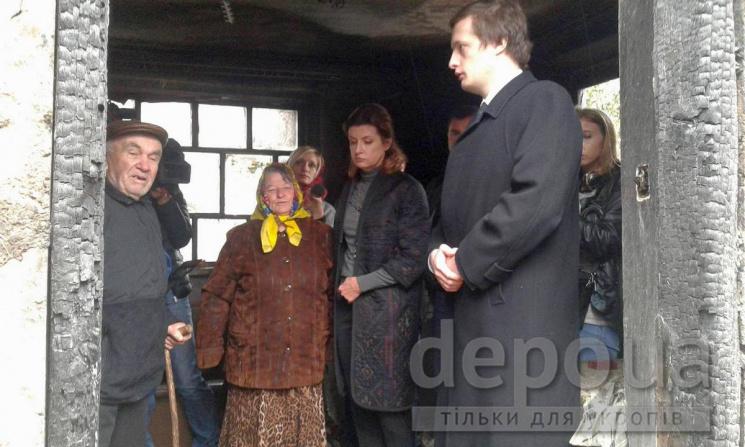 Перша леді їздила з калинівськими погорільцями на оглядини нового будинку (ФОТО)