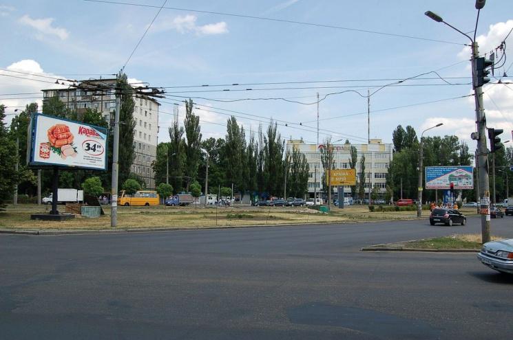 Декомунізація триває: У Києві перейменували Інтернаціональну площу