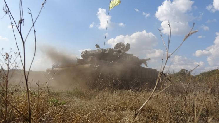 Бійців 93-ї бригади обкатували танком на полігоні