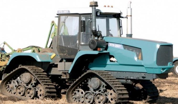 У Тростянці чоловік загинув під трактором, бо розмовляв по мобільному