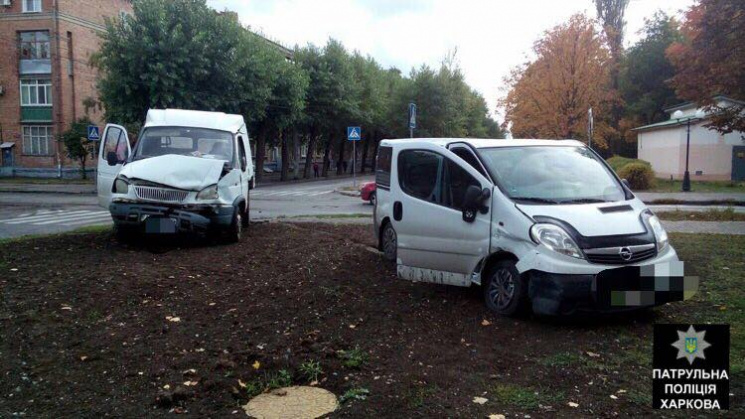 У Харкові на проспекті зіткнулися авто: Є постраждалі